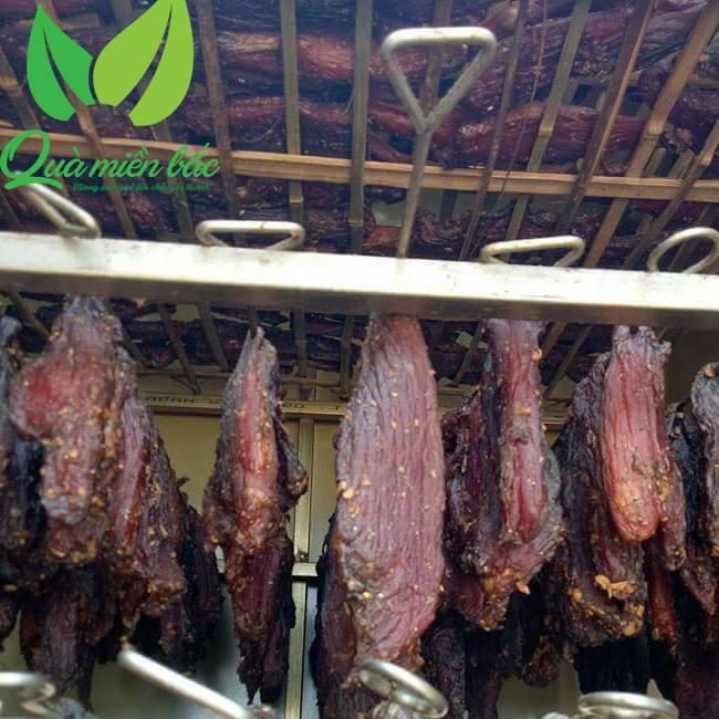 Thịt trâu gác bếp bằng củi chuyên dụng nên thịt không bị ám khói
